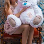 Белый плюшевый мишка Тедди